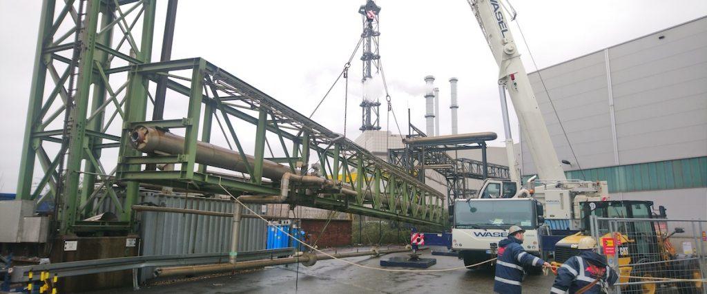 Reportage vor Ort - Brücken-Demontage: 125 Tonnen Stahl für das Recycling