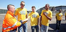 ALBA BERLIN Basketball-Team besucht LVP-Sortieranlage der ALBA Group