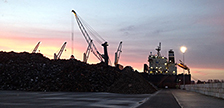 Erstes Schiff verlässt Exportterminal in Amsterdam