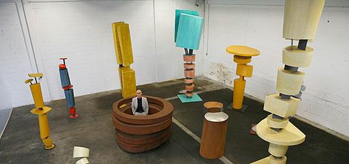 Thomas Schönauer gestaltet Kunstwerke aus Stahl und Kunststoff - Rohstoff für die Kunst
