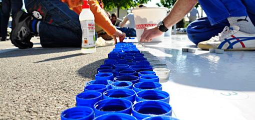 """Interseroh Slovenia unterstützt die karitative Aktion """"Give a cap!"""" - Weltrekord mit Flaschendeckeln"""